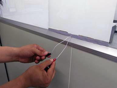 Наклеить смарт-пленку на стекло